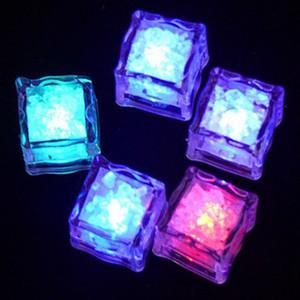 LED cubos de gelo Bar Rápido Lento Flash automático Alterar festa de Natal do casamento de Cristal Cubo d'Água-Actived Light Up Ice Cube Decoração DBC DH2599