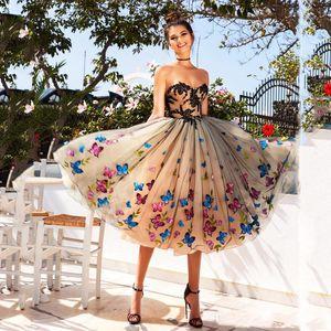 Mariposa colorida Vestidos de fiesta cortos 2019 Sweetheart Lace Appliques Vestidos de noche Champagne Lace Up Back Tea Length Cocktail Party Dress