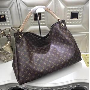 2020 유명한 디자이너 여자 핸드백 새로운 편지 어깨에 매는 가방 높은 품질의 정품 가죽 메신저 가방 고급 안장 가방 뜨거운