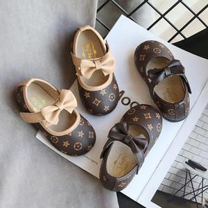 New Baby Meninas Calçados 2 Cores Moda Butterfly-nó Primeira Walkers alta qualidade PU suave inferior Baby Shoes