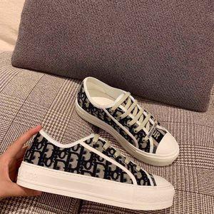 Sıcak Satış Sneaker Eğik Yürüyüşü n Walkn düşük üst Kızlar B23 DANIEL Arsham Yüksek Top Sneaker Gazete işlemeli Baskı Günlük Ayakkabılar gençlik tuvaline