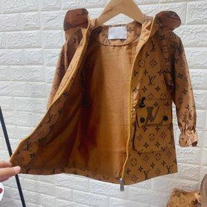 2020 NEW Designer Jacken Luxus Muster Mantel britische Art-Junge-Windjacken Marke Mädchen Mode Kapuzenjacke Kind-Kleidung 2 Style