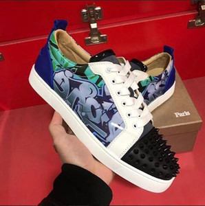 Brand-New Low Top Junior Spikes Red Bottom Sneakers Scarpe GRAFFITI Brevetto in pelle rotonda Casual Casual Quality Studs all'aperto Party di nozze