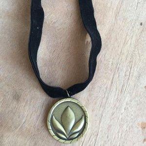 bijoux célèbre bande dessinée simple collier pendentif couronne queen gelée collier film pour les enfants de mode chaud