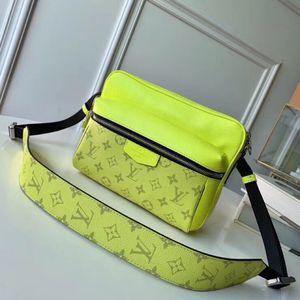 yük serbest 29.5 * 20 * 10 cm, L131:, boyut dışarı çıkmak için Messenger çanta erkek çanta klasik moda stil çeşitli renkler iyi seçim