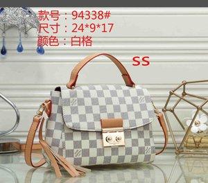 2020 Frauen Designer-Handtaschen Tote Kupplung Schultertasche Rindsledertaschen Luxustaschen Geldbörsen Brieftasche Einkaufstasche 012