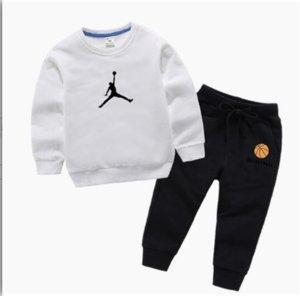 2020 neue klassischen Luxus-Designer-Baby-T-Shirt Jacke Hosen Zwei-piec 2-9 Jahre olde Klage-Kind-Art und Weise der Kinder 2pcs Baumwolle Kleidung Sets mn