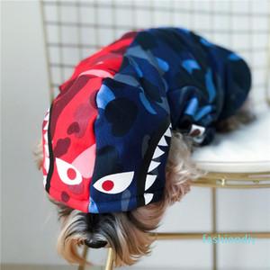 Logo Tubarão Azul Vermelho Conjunto Pet Hoodies Popular cão roupa do gato Teddy Schnauzer do filhote de cachorro Outono Inverno estilo escovado Hoodies