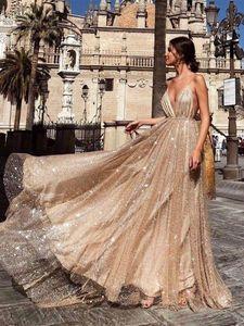 Funkelnder Partei-Abschlussball-Kleider 2019 vestidos de graduacion eine Linie Spaghetti-Träger mit V-Ausschnitt Backless Sequin Gold-langen Abendkleid