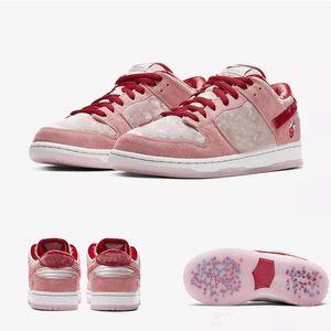 Yeni Strange Love X SB Düşük PINK Chaussures Açık Ayakkabı Koşu Düşük Freddy Kruege Cactus Jack Eğitmenler Sneakers ile Box PRO