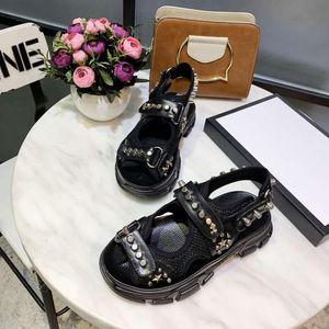 Hot Sale Sandales Designer Casual Chaussures de sport Entraîneur Qualité Flat Lady Femme Bottes Diapositives Mocassins XYH
