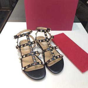 2019 Mujeres del diseñador Tacones altos Fiesta Moda remaches Niñas Zapatos puntiagudos sexy Zapatos de baile Zapatos de boda Sandalias de correas dobles