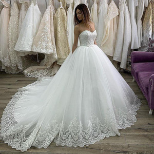 Pretty Robe De Mariee Princess New Arrival Strapless Lace Tulle Wedding Dress Sweep Train Sleeveless Customize Bridal Dresses