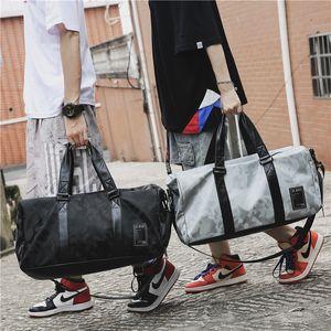 Duffel Bags 2021 Короткая Дама Дамы Путешествия Женщина PU Большой емкость Багаж Водонепроницаемый Спортивный Фитнес Мужская тенденция
