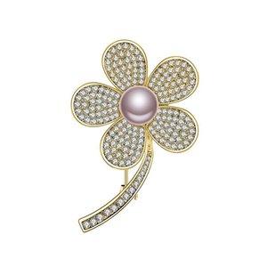 Belle Mode Cuivre Broche Perles De Fleurs Exquises Représentent La Famille Amour Sac À Dos Robe Chapeau Bijoux Meilleur Cadeau De Haute Qualité