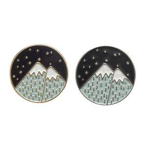 Ciel nocturne Montagne Moon Star broches émaillées Sac à dos Hat Vestes en cuir accessoires de mode bijoux de montagne