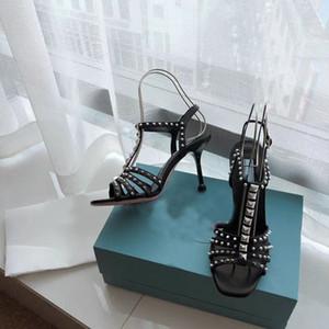 2020 новый дизайнер обуви роскошный алмаз лакированной кожи заклепки женщин сандалии моды заклепки обувь пляж обувь свадебная церемония 34-41