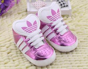 Babyschuhe Jungen-Mädchen-Fest PU gestreifter Turnschuh Comfort Weißen Schuhe der neuen Art-neugeborenes Kind-erste Wanderer Gelegenheits Krippe Mokassins