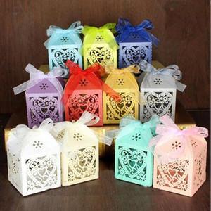 300pcs / Set cuore di amore di Laser Cut Hollow Carriage favorisce i regali di caramella con il nastro Baby Shower per feste di nozze