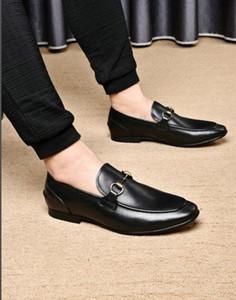 Puntos puntiagudos Horsebit Men Dress Shoes Hebillas de metal Hamillas de gamuza para hombre zapato de boda Zapatos 38-45