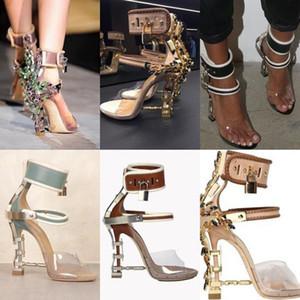 Sandalia Feminina Luxus Metall-Absatz-Kristall-Designer-Schuhe Frau PVC Gladiator Sandalen Padlock Bejeweled Knöchelriemen Strass Sandale.
