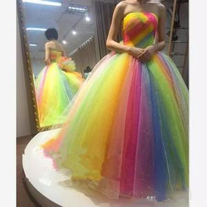 Neck Colorful Rainbow Prom Dresses senza bretelle in rilievo di Tulle da sera lungo Abiti partito convenzionale della damigella d'onore degli abiti di spettacolo