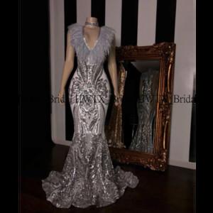 Glitter lujo vestidos de baile 2020 Negro africano niña sirena V-cuello plumas lentejuelas de plata larga de encaje vestido de fiesta vestido formal 2K20