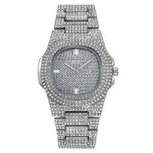 Moda Uomo all'ingrosso delle donne Shinning Diamond Watch fuori ghiacciato orologi in acciaio inossidabile Designers Movimento al quarzo orologio da polso signora vigilanza Clock