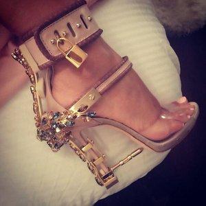 Sandalia Feminina Luxury Metal High Heel Crystal Designer Woman PVC Gladiator Sandals Padlock Bejeweled Ankle Strap Rhinestone Sandal. 16tt