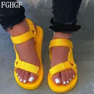 Nouveau Sandales d'été bonbons couleurs Bracelet Boucle mousse souple Sole chaussures précarisés Chaussures de plage en plein air plus la taille 35-43 S119