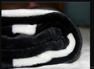 Accueil Textiles 1Lot / 10pcs Copulaires Couvertures Noir épais en Flanelle Luxe Chaud Couvertures Soft Soft Souffle Flanelle Couverture Bébé Literie Swadding