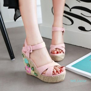 Sexy2019 Pattern New Summer Women's Shoes Exceed High Slope With Waterproof Platform One Buckle Embroidery Weave Fashion Flower Sandals
