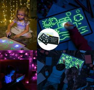 Dessiner avec des lumières Fun et le développement de jouets Planche à dessin magique dessiner éducatif fluorescent lumineux Conseil Jouet