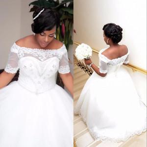 Afrikanische Plus Size Weiß Elfenbein Ballkleid Brautkleider mit kurzen Ärmeln Lace-up Bootshals Perlen Kristalle Brautkleider