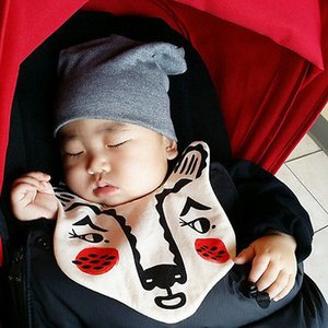 Infante sveglio del fumetto di alimentazione dentizione panni Lovely Baby Animals Dribble Bib bambino senza maniche Grembiule
