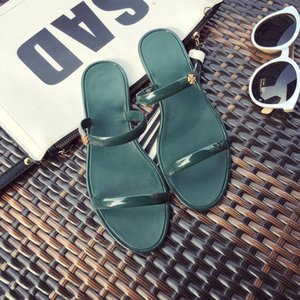 Vente chaude- Nouvel été Jelly Slippers Crystal Shoes Plastique Explosion Beach Sandals Jelly Shoes Flip Flops