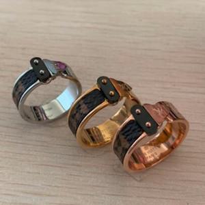 Top Quality Titanium jóia de aço grosso V Seta etiqueta padrão couro anel de ouro 18K casal anel de presente para o partido Flor Velho