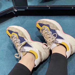 2020b nuevos zapatos deportivos auténticos de los hombres de cuero grandes zapatillas de deporte con cordones salvajes tamaño de la moda del bajo-top zapatos cómodos marea transpirable, uc01