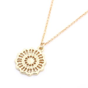 Hollow flower Pendant Necklace Delicate Cute Minimalist Necklaces Simple Jewelry for Women Girls