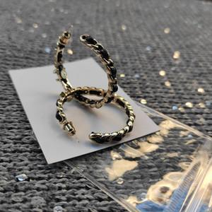 Nuevos accesorios de lujo del matel de la moda de la cadena de cuero pendiente del aro de la cadena clásica del regalo del símbolo de la moda pendientes c diseñador con la bolsa