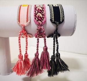 pulseras borla están hechas de hilo de algodón con nombres o letras del bordado libera el envío a su puerta