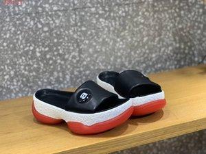 2019 Classic Women Sandals, sandales plates à semelles épaisses pour l'été - Chaussures de plage Taille 35-40