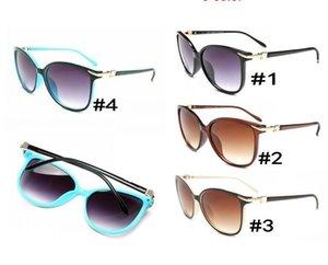 Lunettes de soleil Fashion Lady 4061 Designer Design UV400 Anti-rayonnement Lentille de haute qualité Oeil de chat Lunettes de soleil Femmes Lunettes de Soleil 4 Couleurs