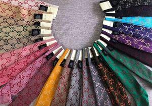 2020 mais novo Gloden Carta Slik por Mulheres antibacterianos Desodorante Cotton Moda Esportes Socks Sem caixa longa Stocking Meias TM