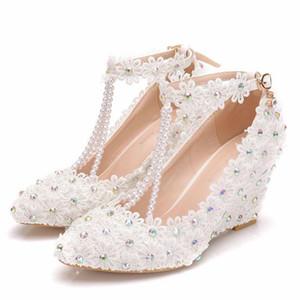 2019 chaussures de mariage femme fleur blanche dentelle perle hauts talons chaussures de mariée robe de mariée douce perles talons pompes