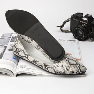 Snake Muster spitze Zehe einzelne Schuhe Frau beiläufiger Slip auf Wohnungen kuschelig weiche Boden femme Faulenzer european kurzen Frauen Mokassins