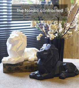 Resina Astratto Nero Bianco Leone Scultura Statua Artigianato Home Desk Decorazione Resina geometrica Animale selvatico Leone Statua Artigianato
