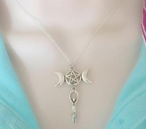 Pagan Triple Goddess Penta Crescent Moon Pentaclehalskette hängende Weinlese-Silber-Statement Halskette Frauen Fashion Jewelry