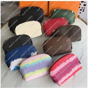 Luxo Moda bolsa de maquiagem sacos cosméticos Bolsa de bolsa de higiene de qualidade superior Watercolor Batik letra marrom bolsa verificação da lona