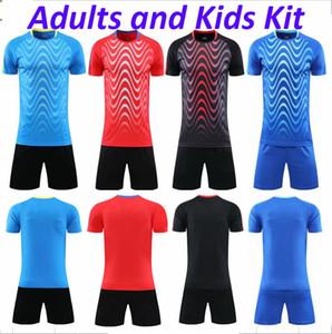 Hommes Soccer Jerseys Custom Soccer Kits DIY Nom Numéro Logo pour le football Équipe Uniformes Chemises de football Jeunes et shorts Ensembles de football enfants